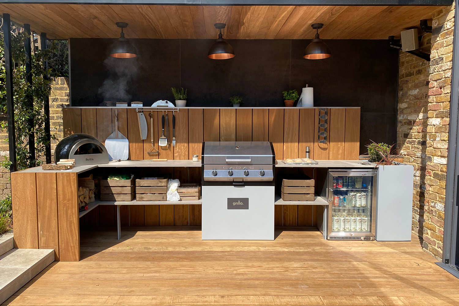 Chiswick Grillo kitchen with smoking Delivita pizza oven in use