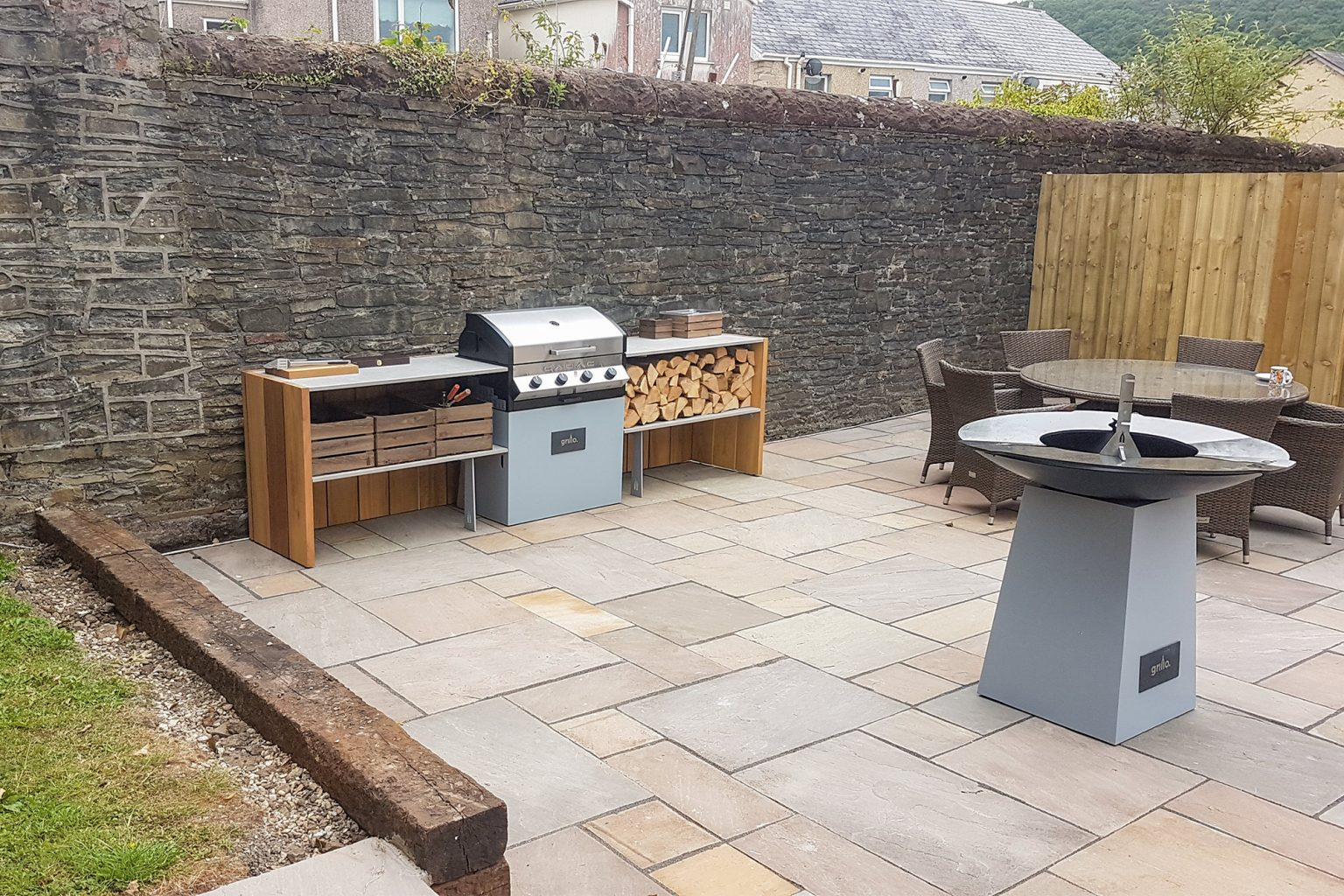 Grillo kitchen straight run with Cadac, logs and crates with anvil
