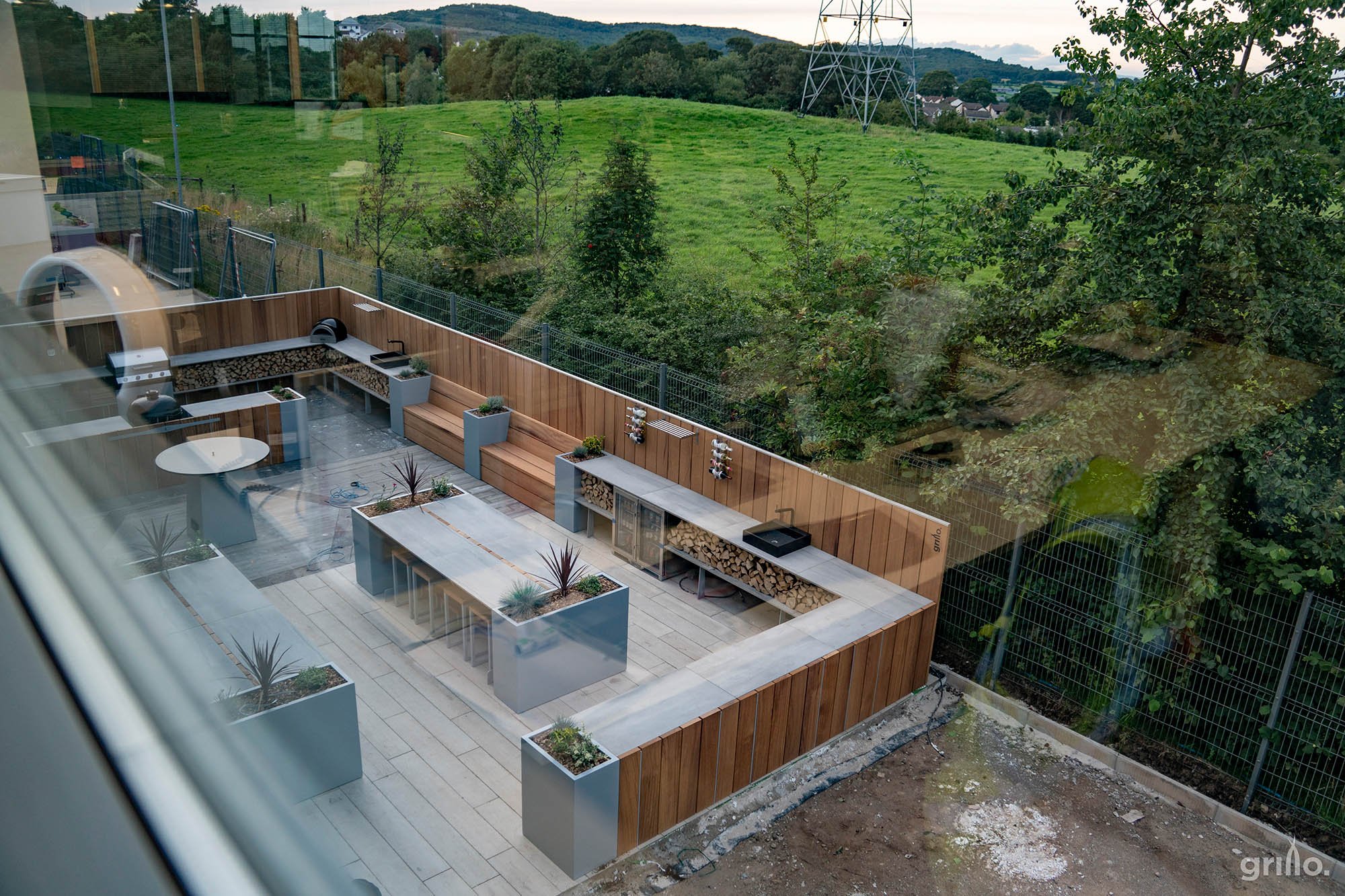 Havwoods Grillo outdoor kitchen project seating, Chef's Anvil BBQs pizza oven, sinks, double fridges