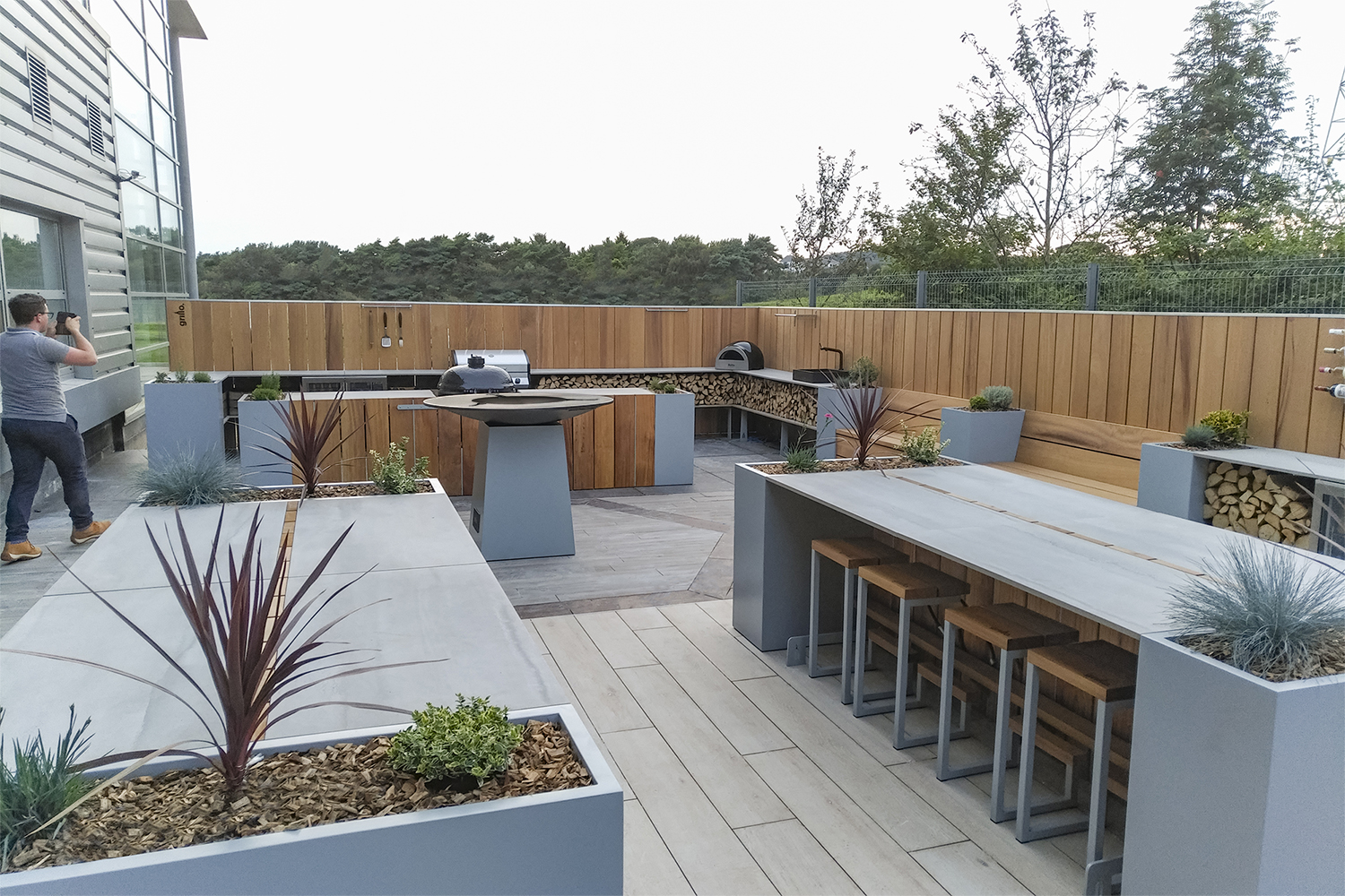 Havwoods Grillo outdoor kitchen project seating, Chef's Anvil BBQs pizza oven, sink island planter