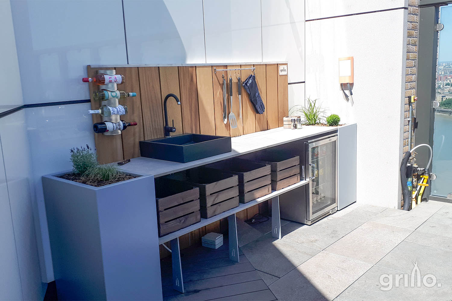 Essential living Grillo kitchen with sink and planter on Greenwich roof terrace electric grills for roof terraces