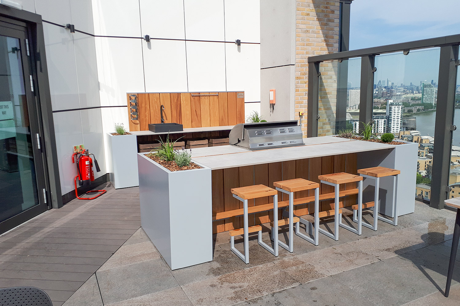 roof terrace Grillo kitchen with island seating and kitchen