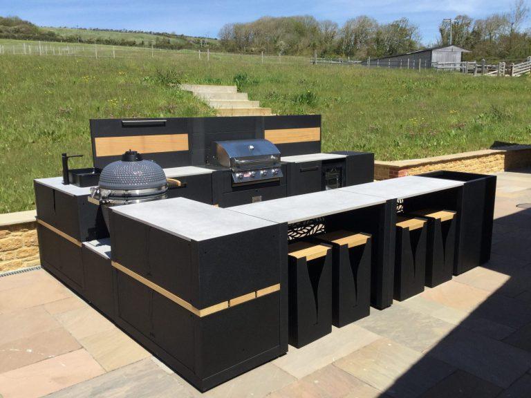 Outdoor kitchen design Project 30104 U Shaped Vantage Gas Gusto Bar